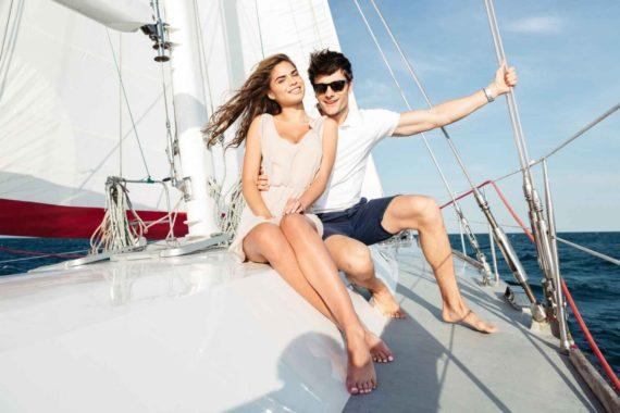 Прогулка влюбленных на яхте